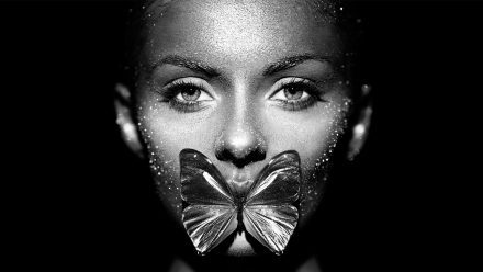 Vlinder Vrouw Zwart Wit schilderij
